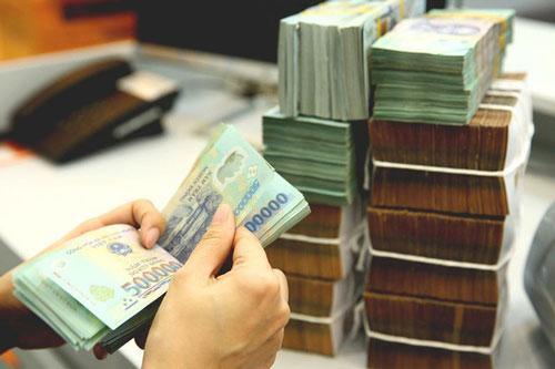 Vì sao lãi suất tiền gửi giảm mạnh?
