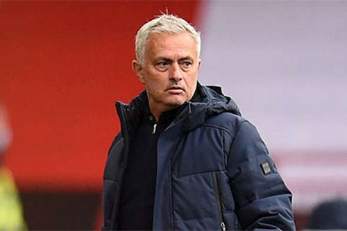HLV Mourinho lại nói xấu trọng tài sau trận Tottenham thua đau Sheffield United