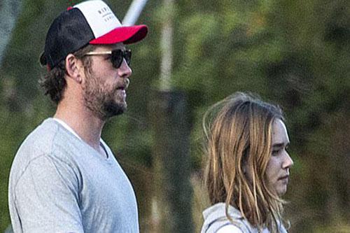 Liam Hemsworth đưa bạn gái gặp gỡ gia đình