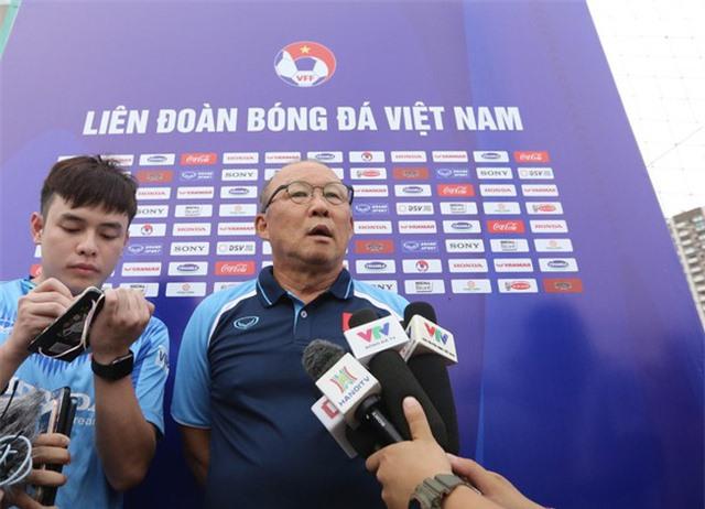 HLV Park Hang-seo: Cầu thủ cần phải thể hiện tốt khả năng chơi bóng ở vị trí của mình - Ảnh 2.
