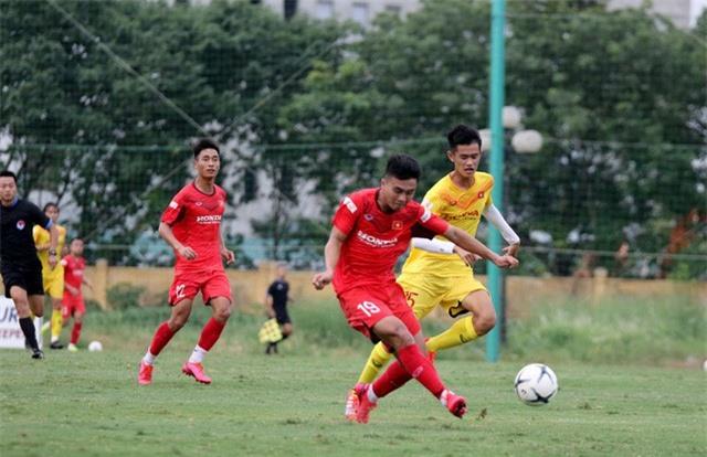 HLV Park Hang-seo: Cầu thủ cần phải thể hiện tốt khả năng chơi bóng ở vị trí của mình - Ảnh 9.
