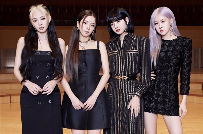 Lisa lộ tóc mới, Jennie có biểu cảm 'lạ' trong họp báo comeback - Ảnh 2