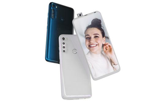 Motorola One Fusion Plus có 2 màu Moonlight White và Twilight Blue. Máy có giá bán 19.999 Rupee (tương đương 6,14 triệu đồng) tại Ấn Độ.