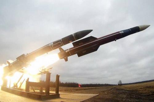 Nga tăng cường tên lửa phòng không Buk cho những địa bàn trọng yếu. Ảnh: Lenta.ru.