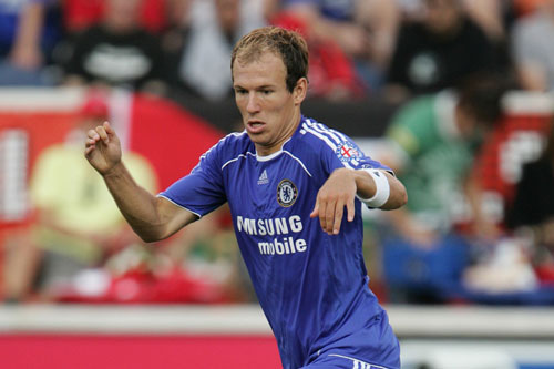 Tiền vệ phải: Arjen Robben (Chelsea bán cho Real Madrid, 2007).