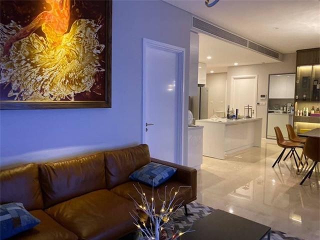 Nhìn vào ta thấy một căn hộ vô cùng sang trọng đẹp long lanh hiện đại