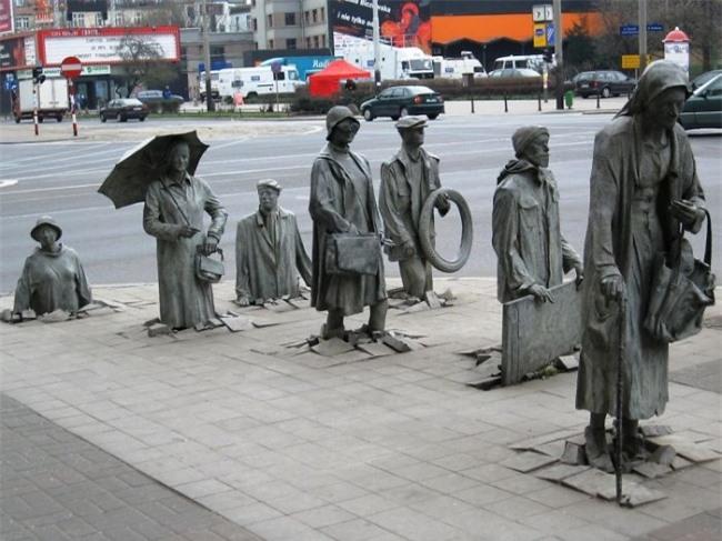 Những bức tượng kỳ dị thách thức tất cả các quy luật vật lý, khiến người ta có cảm giác càng nhìn càng thấy sợ hãi - Ảnh 15.