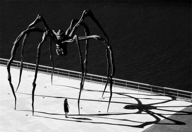 Những bức tượng kỳ dị thách thức tất cả các quy luật vật lý, khiến người ta có cảm giác càng nhìn càng thấy sợ hãi - Ảnh 18.