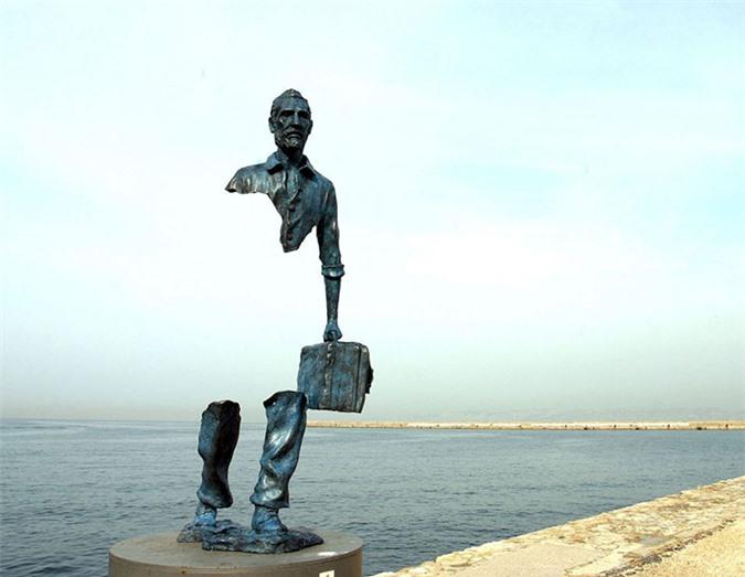 Những bức tượng kỳ dị thách thức tất cả các quy luật vật lý, khiến người ta có cảm giác càng nhìn càng thấy sợ hãi - Ảnh 7.