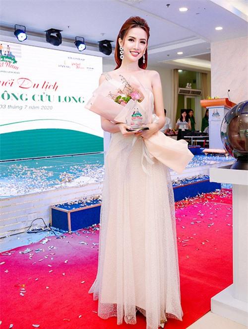 [Caption]  Dù bận rộn với lịch trình làm việc cá nhân, nhưng Hoa hậu Phan Thị Mơ vẫn dành thời gian cho các hoạt động cộng đồng xã hội, đặc biệt là các vấn đề liên quan phát triển du lịch.Photo: Tiến Phạm
