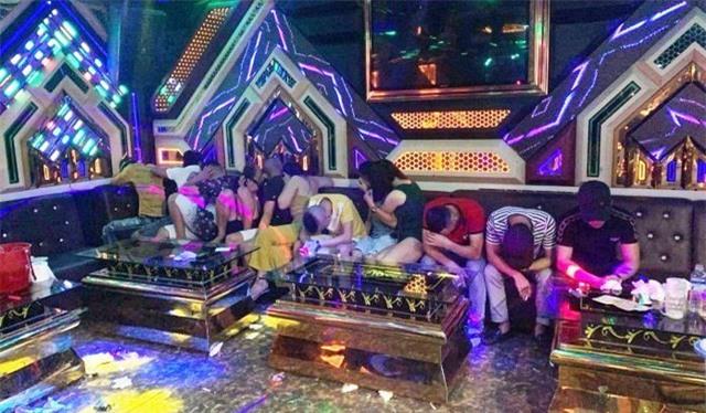 Bắt quả tang 20 nam, nữ thanh niên sử dụng ma túy trái phép tại karaoke Thiên Đường - Ảnh 1.
