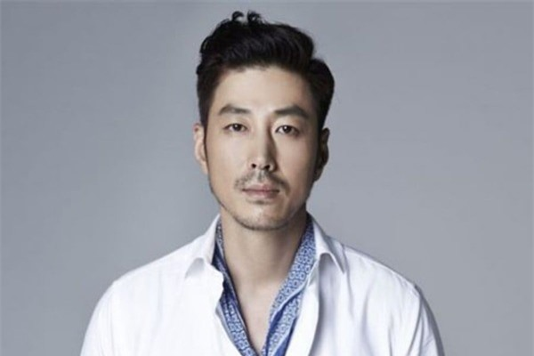 Sao Hàn 'ngậm thìa vàng': Người sinh ra đã có tập đoàn, kẻ là con cháu nhà quan - Ảnh 5