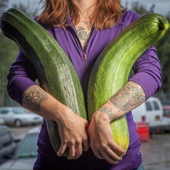 Tròn mắt trước những loại rau củ quả khổng lồ ở Alaska và lý giải cho điều lạ lùng này - Ảnh 3.