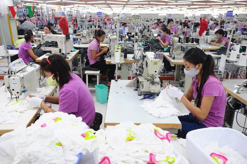 Nhiều doanh nghiệp phải cắt giảm lao động vì ảnh hưởng từ dịch Covid-19.