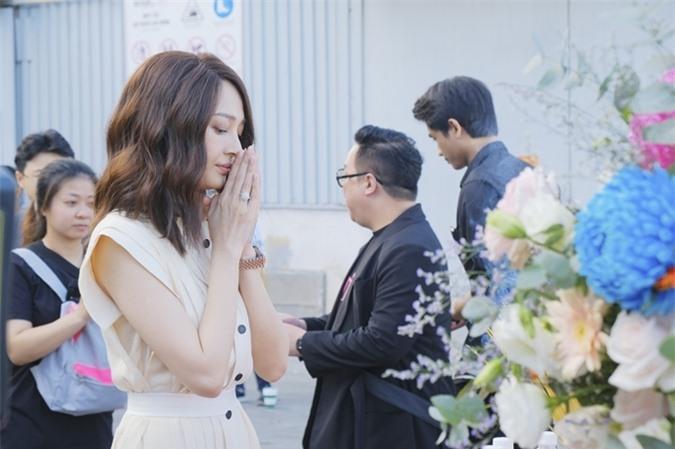 Vì ưu tiên sự nghiệp âm nhạc, Bảo Anh bỏ lỡ nhiều lời mời điện ảnh. Cô nhận lời đóng chính phim Thoát ế vì mối quan hệ thân tình lâu năm với đạo diễn Đinh Hà Uyên Thư.