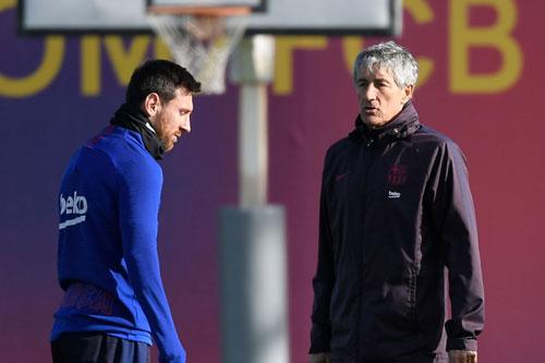Messi và HLV Setien.