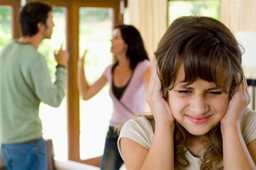 5 thói quen cực xấu của cha mẹ khiến con học theo rất nhanh