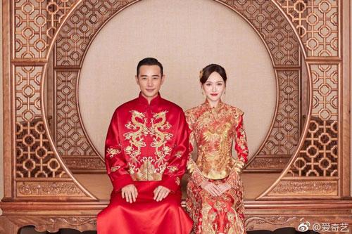 Vợ chồng La Tấn và Đường Yên (phải)