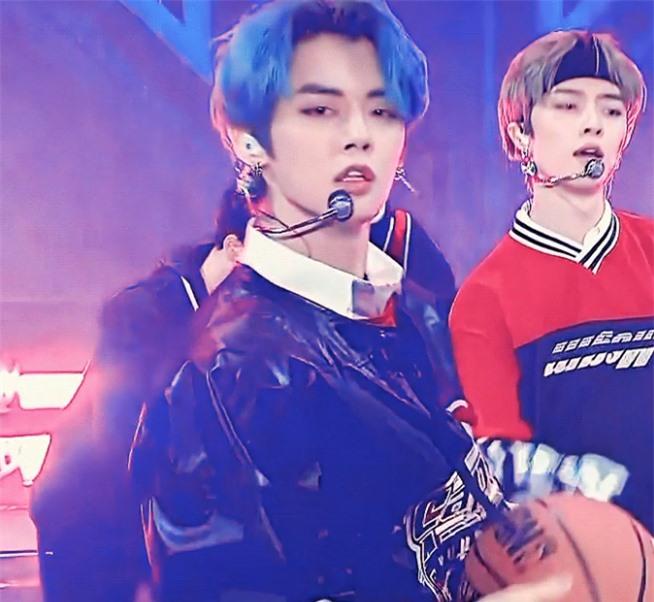 3 idol hứa hẹn là 'ông hoàng sân khấu thế hệ mới' - Ảnh 1
