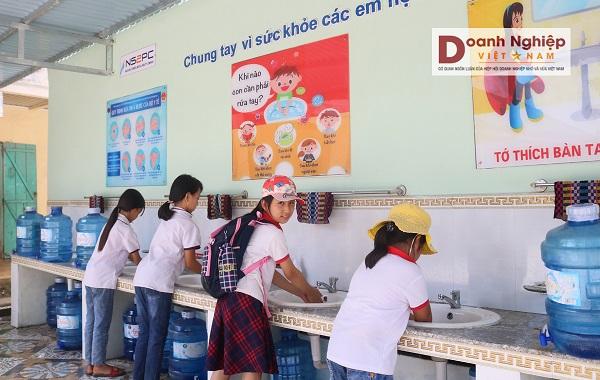 Khu rửa tay và uống nước tập trung, trường tiểu học xã Hải Hà