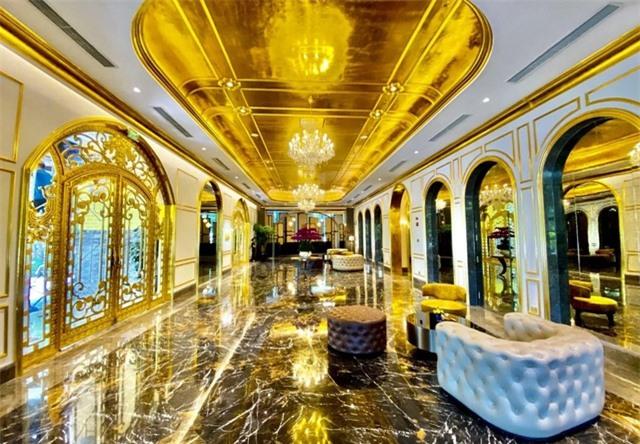 Báo chí quốc tế sửng sốt trước khách sạn dát vàng ở Việt Nam - 11