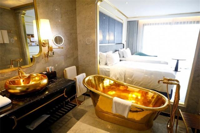 Báo chí quốc tế sửng sốt trước khách sạn dát vàng ở Việt Nam - 15