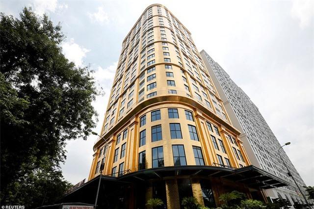 Báo chí quốc tế sửng sốt trước khách sạn dát vàng ở Việt Nam - 7
