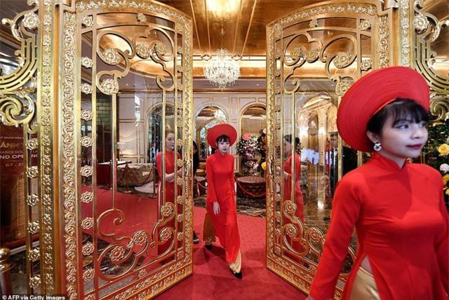 Báo chí quốc tế sửng sốt trước khách sạn dát vàng ở Việt Nam - 8
