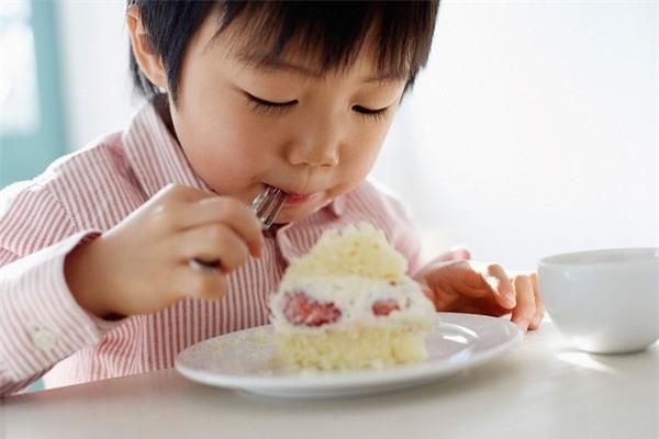 Đồ ngọt không tốt cho trí thông minh của trẻ