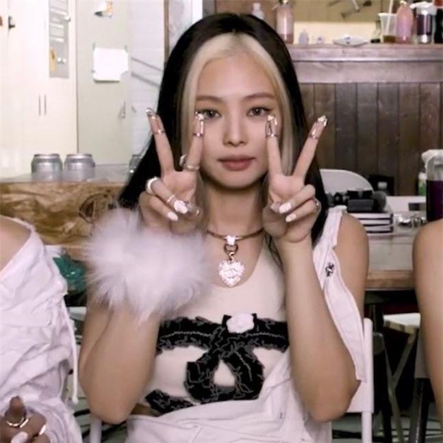 Jennie khoe bộ móng hơn 30 triệu, bảo sao fan BLACKPINK luôn than 'quá thiên vị'! - Ảnh 8
