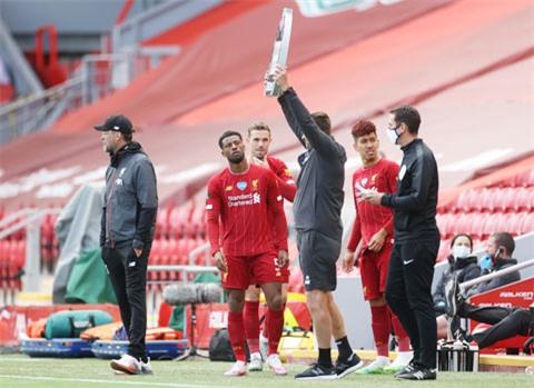 Chỉ đến khi HLV Klopp tung Firmino (thứ 2 bìa trái) vào sân để thiết lập bộ ba Salah - Firmino - Mane, Liverpool mới hạ được Villa