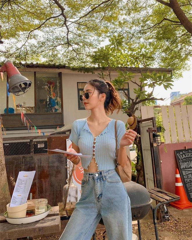 Mặt xinh, dáng chuẩn lại biết cách ăn vận, bảo sao nàng hot girl Thái chỉ cao 1m60 mà lên ảnh trông như 1m70 - Ảnh 1.