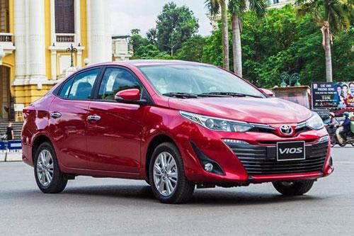 XE HOT (7/7): Bảng giá xe Toyota tháng 7, giá lăn bánh VinFast Fadil sau khi giảm 50% lệ phí trước bạ