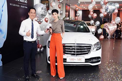inh năm 1997, Hiền Hồ đã bắt đầu gây chú ý trong giới showbiz khi cô giành danh hiệu Á quân chương trình The Voice 2017