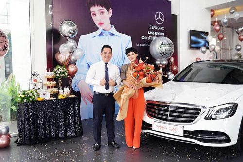 hiếc xe hơi cao cấp là Mercedes S 450 L Luxury