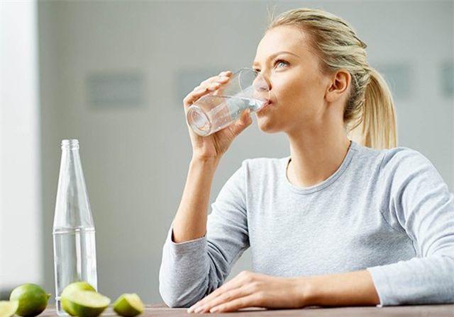 Chuyên gia chỉ 6 quy tắc khi uống nước vào mùa hè bắt buộc phải nhớ kẻo rước họa - Ảnh 1.