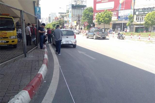 Hà Nội: CSGT bị ô tô tông thẳng, kéo lê hàng chục mét - Ảnh 2.