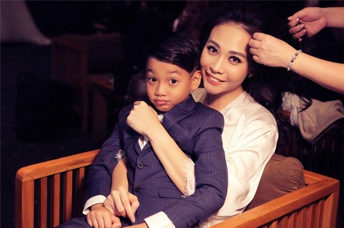 Mẹ kế được mấy người như Đàm Thu Trang: Yêu chiều con chồng khác nào máu mủ - Ảnh 11