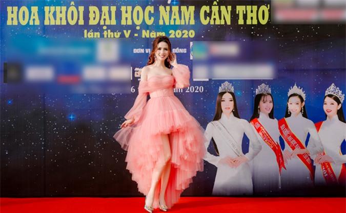 Phan Thị Mơ rất hào hứng khi được mời cầm trịch chung kết Hoa khôi Đại học Nam Cần Thơ.