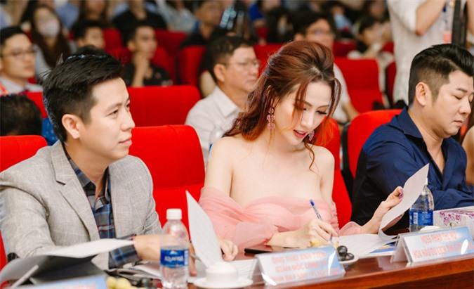 Hiện Phan Thị Mơ vẫn đóng phim, làm người mẫu và tích cực tham gia nhiều hoạt động xã hội, vì cộng đồng. Hôm 3/7 Hoa hậu Đại sứ Du lịch Thế giới 2018 góp mặt ở hội thảo bàn về các giải pháp để kích cầu ngành du lịch Cần Thơ.