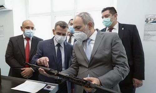 Armenia đã được Nga cấp phép sản xuất súng trường tấn công AK-103. Ảnh: Topwar.