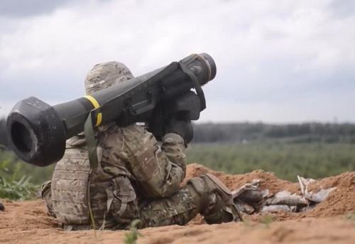 Quân đội Ukraine bắt đầu triển khai tên lửa chống tăng FGM-148 Javelin cho nhiệm vụ tác chiến. Ảnh: TASS.