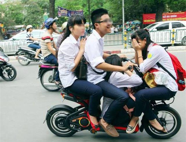 Bỏ đề xuất giấy phép lái xe hạng A0, học sinh chạy xe đạp điện, xe máy vẫn phải có bằng A1 - Ảnh 1.