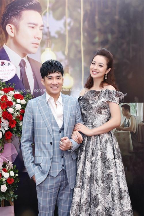 Jennifer Phạm khoe nhan sắc gái 4 con bên ca sĩ Quang Hà.