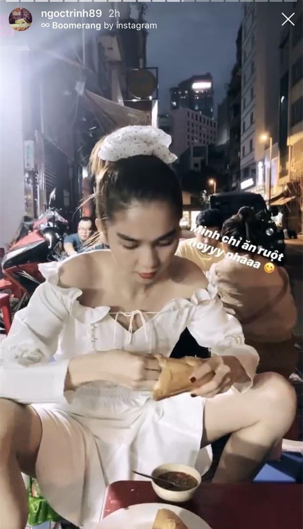 Ngọc Trinh lại gây chú ý với dáng ngồi 'hồn nhiên hết cỡ' khi ăn quán vỉa hè 3