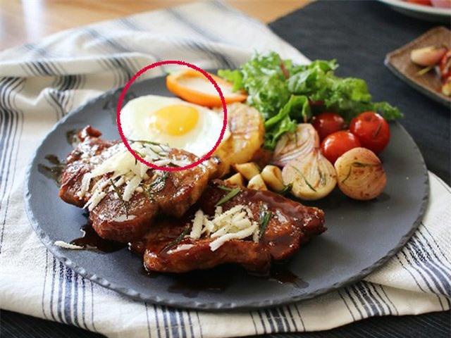 Vì sao ăn bít tết lại có trứng ốp tái bên cạnh, nhiều người bất ngờ khi biết sự thật - Ảnh 3.