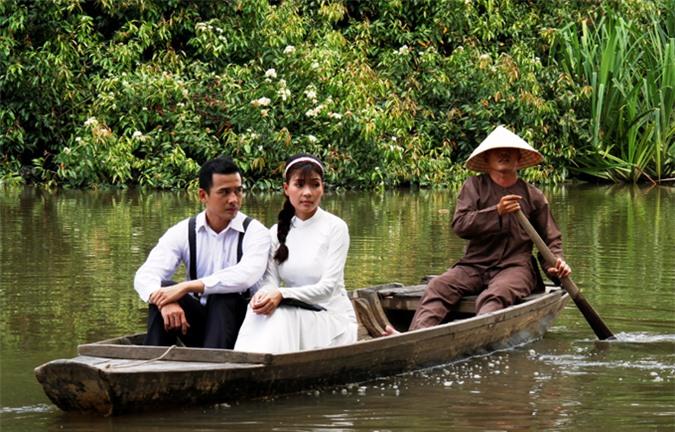 [Caption] Ở phim này, nghệ sĩ Thúy Diễm vào vai Cầm Thư còn Lương Thế Thành thì hóa thân thành Dũng Linh. Cả Dũng Linh và Cầm Thư là bạn thanh mai trúc mã từ nhỏ ở quê nên dễ dàng nảy sinh tình cảm nhưng khi Dũng Linh lên Sài Gòn, trở thành người nổi tiếng thì mới sinh sự ra lắm chuyện.