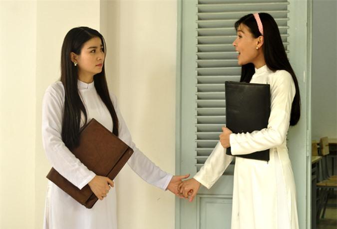 Diễn viên Kha Ly (trái) trong vai Hồng Xuân - bạn thân của Cẩm Thư (Thúy Diễm). Nhân vật của Kha Ly là người mạnh mẽ, tham vọng nhưng gặp nhiều sóng gió trên đường đời.