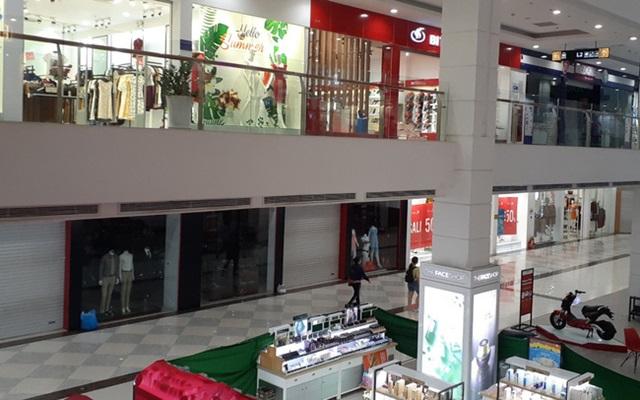 Mặt bằng cho thuê tại trung tâm thương mại ế ẩm (Ảnh Internet)
