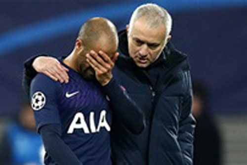 Jose Mourinho và các học trò đang gặp rất nhiều khó khăn